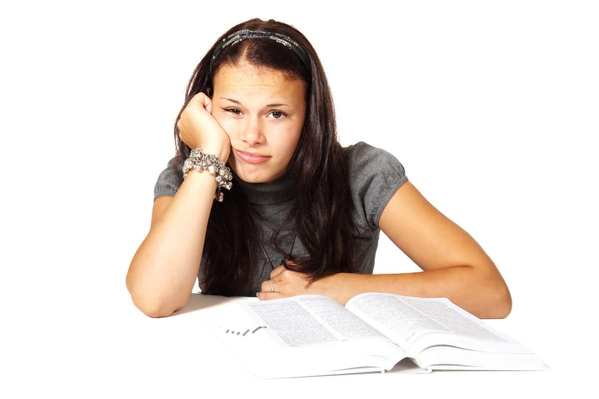 kind-motivation-lernen-hausaufgaben-schule